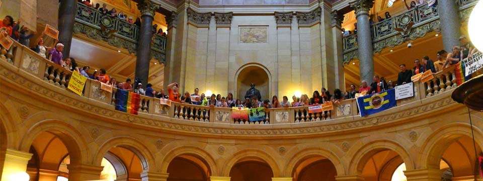 Photo of Same-sex marriage passes in Minnesota