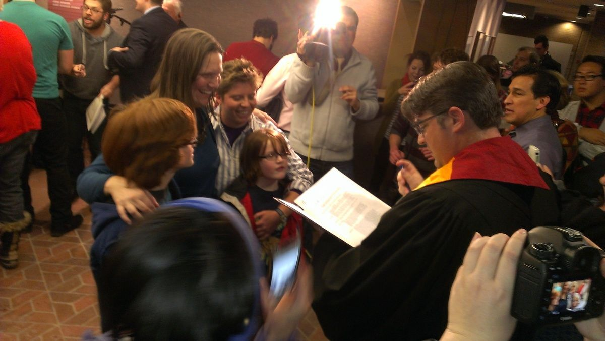Photo of Hundreds gather in Salt Lake to marry after judge declares Amendment 3 unconstitutional