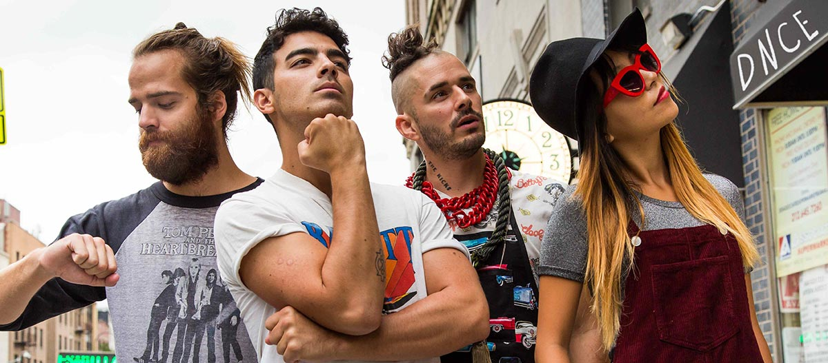 Photo of Q&A: Joe Jonas on gay clubbin' with Nick, flattering advances and how a Jonas Brothers reunion could 'easily happen'