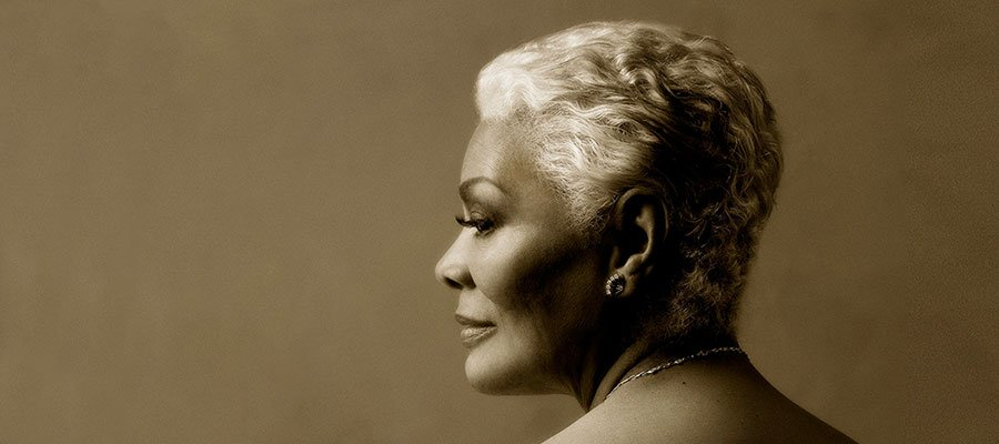 Photo of Dionne Warwick keeps smiling, shining