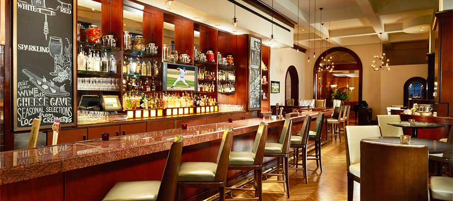 Photo of 5 reasons sitting at the bar is the best way to dine
