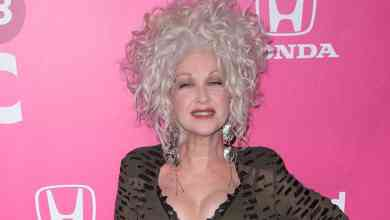 Photo of Jane Lynch and Cyndi Lauper really want a 'Golden Girls' reboot