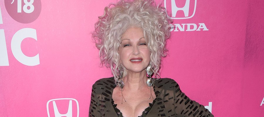 Photo of Jane Lynch and Cyndi Lauper really want a 'Golden Girls' reboot