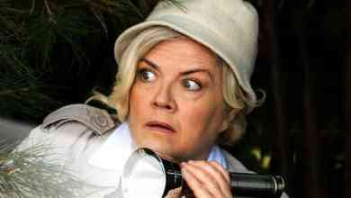Photo of SNL alum Paula Pell on Jessica Fletcher in Mapleworth Murders